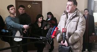 Адвокат М.Баклагина Сергей Субботин общается с журналистами. Фото Юлии Буславской для