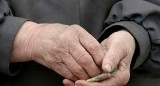 Руки пенсионерки. Фото: http://www.apsnypress.info/news/pensionerov-ozhidaet-sushchestvennaya-nadbavka-k-pensii/