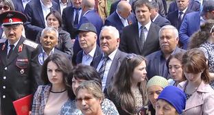 Участники митинга, посвященного 58-й годовщине возвращения карачаевского народа из депортации. Черкесск, 3 мая 2015 г. Фото http://www.riakchr.ru/v-karachaevske-proshel-torzhestvennyj-miting-posvyashchennyj-dnyu-vozrozhdeniya-karachaevskogo-naroda/