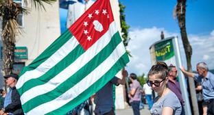 Флаг Абхазии. Сухум, май 2014 г. Фото: Нина Зотина, ЮГА.ру