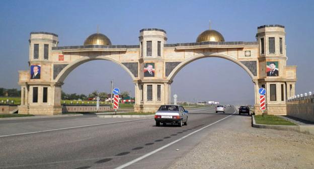 Въезд в Гудермес. Фото: Олег Шеин https://ru.wikipedia.org