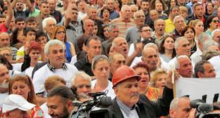 """Участники митинга-шествия против подорожания электроэнергии. Ереван, 28 мая 2015 г. Фото Армине Мартиросян для """"Кавказского узла"""""""
