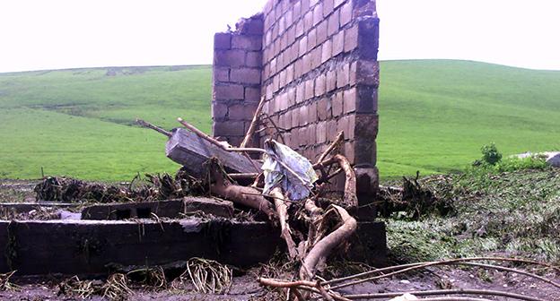 """Стена разрушенного дома в Шордаково, 9 июня 2015 год. Фото Людмилы Маратовой для """"Кавказского узла"""""""