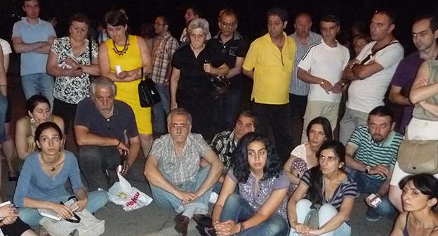 Участники протестной акции в Ереване, 1 июля 2015 год. Фото Армине Мартиросян