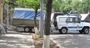"""Полицейские машины на улицах Еревана во время акции протеста против подорожания электроэнергии. Июль 2015 г. Фото Тиграна Петросяна для """"Кавказского узла"""""""
