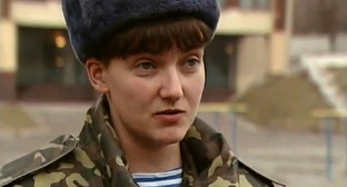 Надежда Савченко. Фото: https://ru.wikipedia.org/wiki/Савченко,_Надежда_Викторовна#/media/File:Nadiya_Savchenko.jpg
