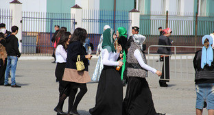 "Девушки на улицах Грозного. Фото Магомеда Магомедова для ""Кавказского узла"""
