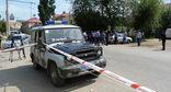Автомобиль полиции Дагестана на месте преступления. Фото: https://www.public.riadagestan.ru/news/investigation_and_courts/vyemka_dokumentov_v_dagestanskikh_ognyakh_svyazana_s_rassledovaniem_dela_o_krupnom_moshennichestve/