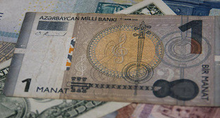 Азербайджанский манат и иностранная валюта. Фото Магомеда Магомедова