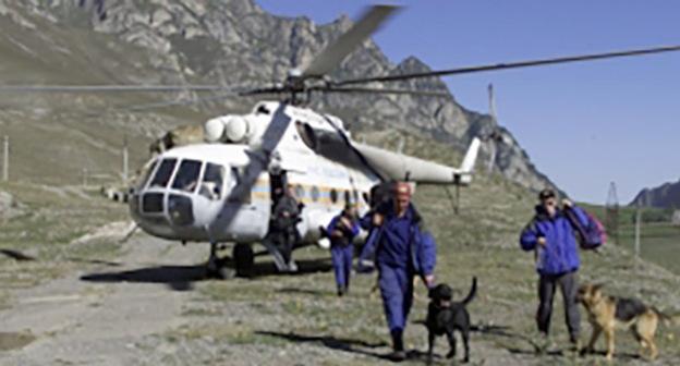 Спасатели в горах. Фото: http://07.mchs.gov.ru/operationalpage/operational/item/3035075/