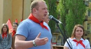 Николай Паршин выступает в Волгограде на акции в честь дня рождения Ленина. Фото: Zakprf.ru