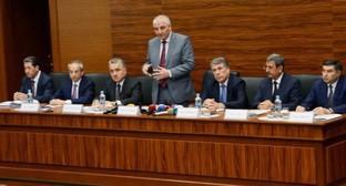 Глава ЦИК Азербайджана Мазахир Панахов выступает на совещании с председателями окружных избирательных комиссий. Фото: http://www.msk.gov.az/az/qalereya/media_details/18