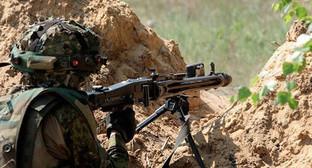 Солдат на передовой. Фото: © Sputnik/ Sputnik Азербайджан, http://sputnik-ossetia.ru/world/20150725/357263.html