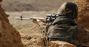 Солдат на боевой позиции. Фото: http://www.trend.az/azerbaijan/karabakh/2377951.html