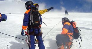 Спасатели в горах КБР. Фото: http://www.mchsmedia.ru/newsline/item/6466849/