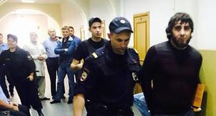 """Заур Дадаев конвоируется в зал суда. Фото Юлии Буславской для """"Кавказского узла"""""""