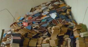 Книги из библиотечного фонда КБГУ. Фото Виктора Котлярова, Facebook.com