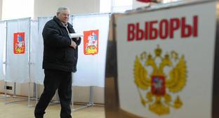 На избирательном участке. Фото: http://region-gazeta.ru/last/astrakhan/astrakhan_1351.html