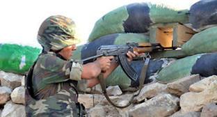 Солдат на передовой. Фото: http://news.day.az/politics/704274.html