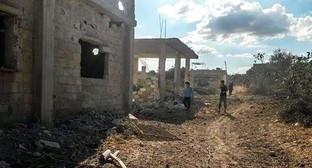 Деревня Дейр-Фоул после авиаударов сирийских военно-воздушных сил. Фото предоставлено Адхан-Беком