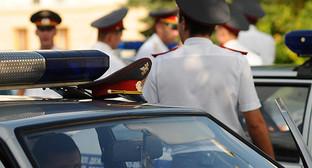 Сотрудники полиции. Фото: https://www.yuga.ru/media/eb/3b/police_auto__rfpt9lq.jpg