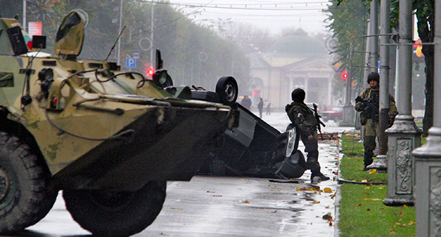 Представители силовых структур на улице Нальчика. Фото: http://kbr-time.ru