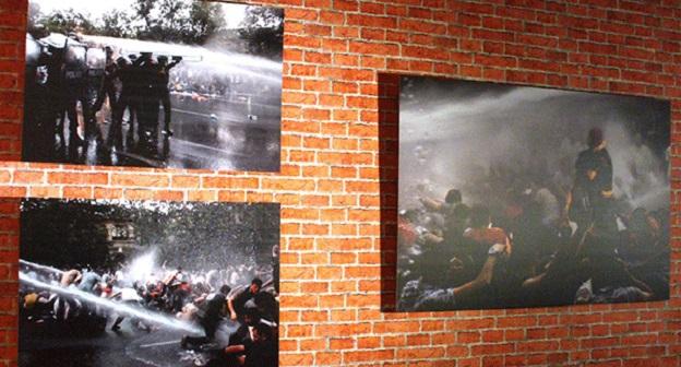 Фотовыставка #ElectricYerevan 2015 в Ереване. Фото: http://novostink.ru/photoreports/130606-electricyerevan-2015-unikalnaya-vystavka-o-sobytiyah-na-ulice-bagramyana-fotoryad-uznayte-bolshe-na-sayte-httpruaravotam20151113194907-1998-2015-aravot-novosti-iz-armenii.html