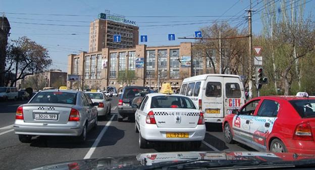 Такси в Ереване. Фото: http://www.abw.by/news/137294/