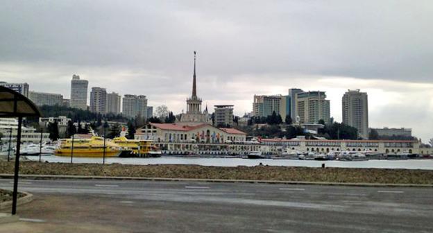 """Вид на старый Морской вокзал со стороны порта. Сочи. Фото Григория Шведова для """"Кавказского узла"""""""