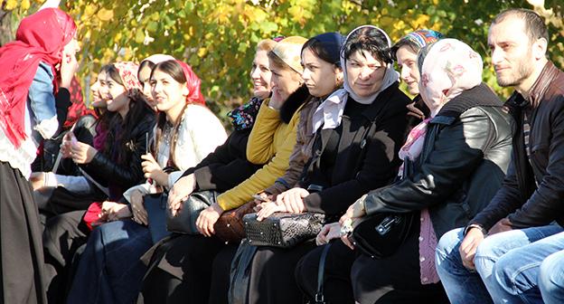"""Женщины на улицах Грозного. Фото Магомеда Магомедова для """"Кавказского узла"""""""