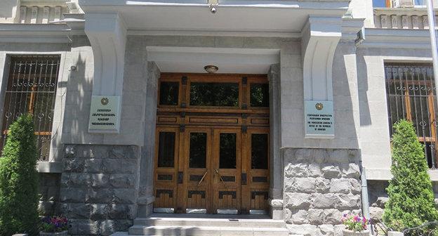 Вход в здание Генпрокуратуры Армении. Фото: http://sputnikarmenia.ru/armenia/20151111/1070687.html