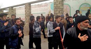 """Жители поселка Нардаран вышли на стихийный митинг. 26 ноября 2015 г. Фото Парваны Байрамовой для """"Кавказского узла"""""""