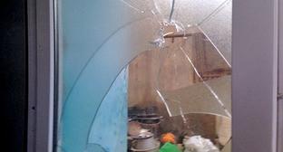 """Следы пули в доме где была операция по поимке Талеха Багирзаде. Поселок Нардаран, 26 ноября 2015 г. Фото Парваны Байрамовой для """"Кавказского узла"""""""