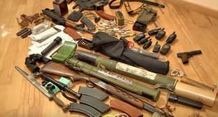 Оружие, найденное во время задержания членов организованной вооруженной группы. Ереван, 25 ноября 2015 г. Кадр пользователя Tert.am News from all over the world https://www.youtube.com/watch?v=H0lcbmZ6WsM