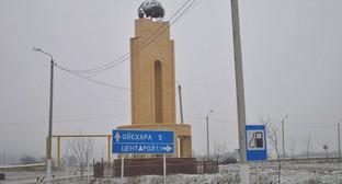 Стела на въезде в село Бачи-Юрт. Фото: Maps.yandex.ru
