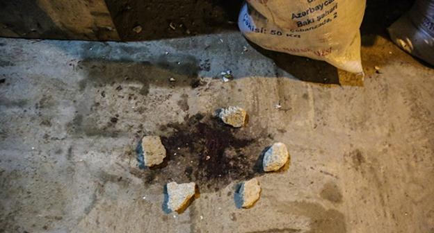 """След крови на месте спецоперации в Нардаране. 26 ноября 2015 года. Фото Азиза Каримова для """"Кавказского узла"""""""
