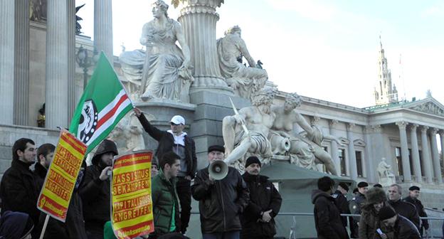 Участники митинга в Австрии. Фото RFE/RL