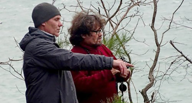 Евгений Витишко и Андрей Рудомаха во время инспекции дачи Ремезкова. Фото: http://ewnc.org/node/20427