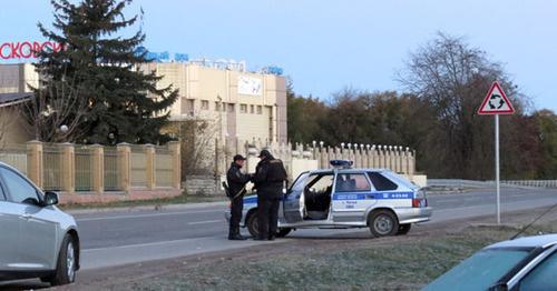 Сотрудники полиции на улицах селения Чегем-2. Фото http://nac.gov.ru/