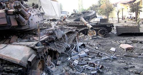 Подбитые грузинские танки в Цхинвале. Южная Осетия. Август 2008 г. Фото: архив пресс-службы МЧС РСО-А