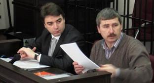 Валерий Бриних (справа) на заседании суда. фото Александра Петина
