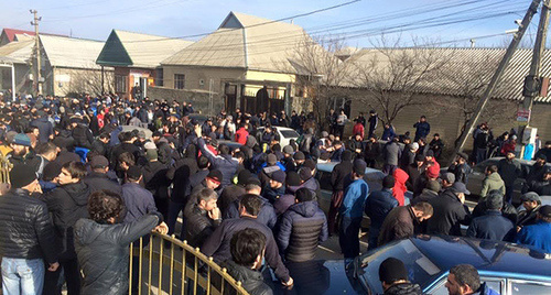 Шествие к зданию городской администрации, Хасавюрта. Фото: Магомед М.