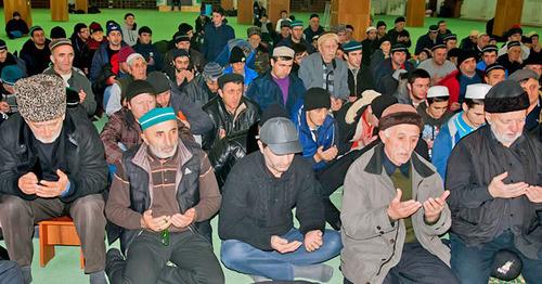 Прихожане салафитской мечети в Шамхале. Махачкала. Фото http://islamdag.ru/news/14079