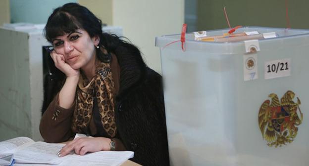 На избирательном участке. Армения. Photo by: © PAN Photo / Vahan Stepanyan
