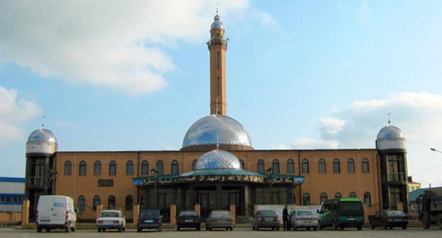 Мечеть в селе Бачи-Юрт. Фото: http://chechenia.8bb.ru/viewtopic.php?id=585