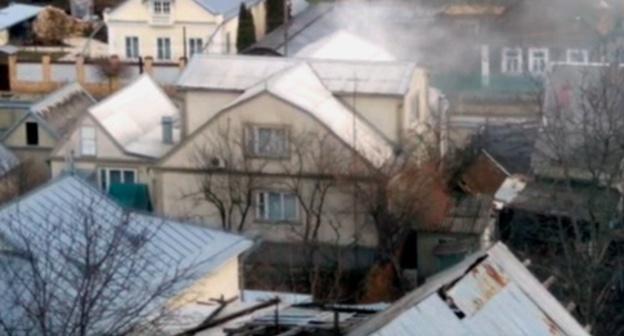 Место проведения спецоперации на улице Циолковского в Нальчике. 15 января 2016 года. Фото: скриншот из видеозаписи очевидца спецоперации, Youtube.com