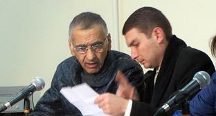 """Дилхам Аскеров (на фото слева) и его адвокат Эрик Бегларян. Фото Алвард Григорян для """"Кавказского узла"""""""