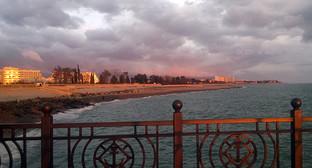 Адлер, пристань, вид на пляж. Фото Владимира Козлова