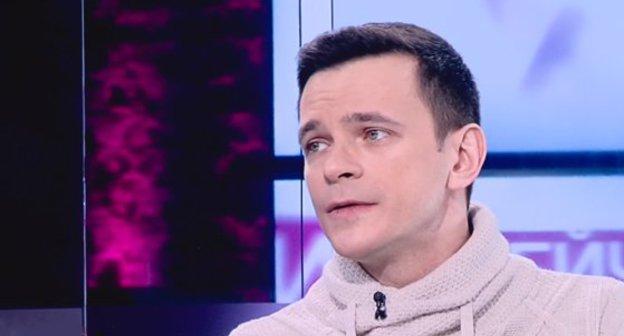 Илья Яшин.  Стоп-кадр видео https://tvrain.ru/teleshow/vechernee_shou/yashin-402108/