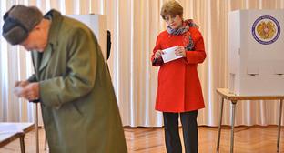 На избирательном участке во время голосования на референдуме. 6 декабря 2015 г. Фото: © PAN Photo / Varo Rafayelyan, Hrant Khachatryan, Karo Sahakyan